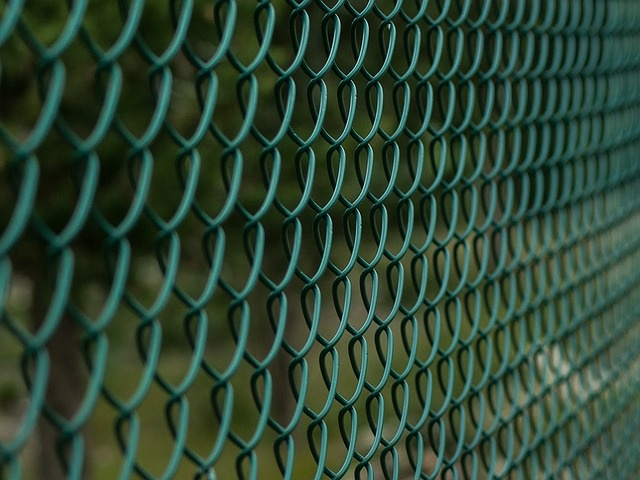 fence-1161128_640